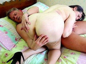 Licking That Old Cunt And Getting His Dick Sucked By The Hot Slut