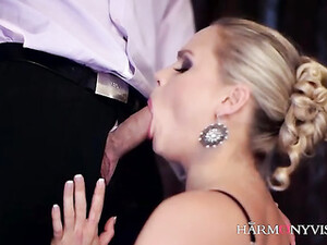 He Makes Love To The Cunt Of A Glamorous Blonde