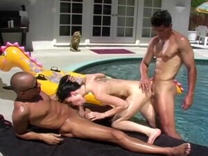 Outdoors MMF Threesome With Double Penetration For Victoria Sin