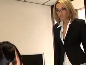 Sex cu doua,Sex in grup,La birou,Secretare