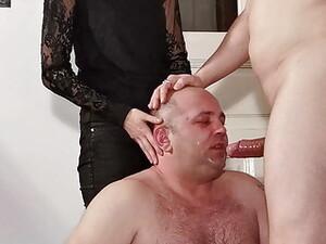 Homem nu e mulher vestido,Dominação,Góticas,Pornô húngaro,Trem