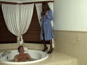 В ванной,Нейлон,Пирсинг