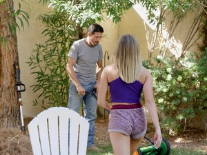 Hardcore Fucking Between A Gardener And Cheating Wife Gizelle Blanco