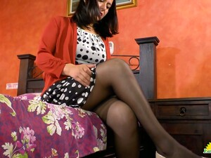 Middle Aged Housewife Anabella Tries To Satisfy Her Sex-hungry Hole