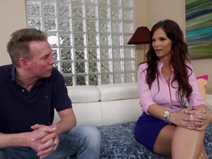 Hot MILF Syren De Mer Has A Perfectly Squeezable Booty And She Loves Dick