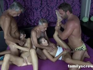 Büyük yarrak,Çifte anal,Grup yapma,Anne anal,Bakış açısı
