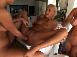 Hanna's Honeypot And Carli Banks In Three Dirty Girls Have Fun