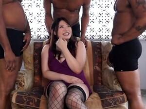 大鸡巴,黑人,穿衣服的女孩对裸男,轮奸,尼龙