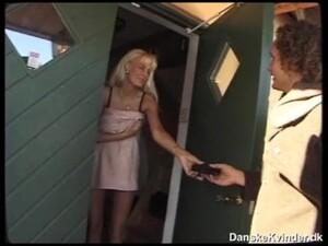 Pornô dinamarquês,Dona de casa
