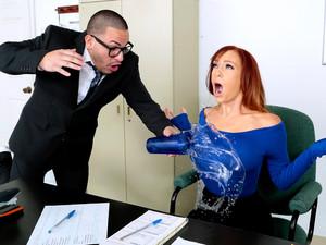 Baju dalam perempuan,Ruang kantor