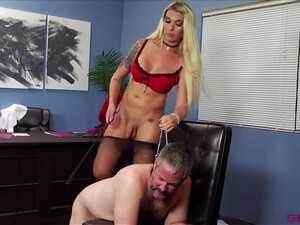 Tranny Aubrey Kate Is Ready For Hard Sex With Her Friend In The Office