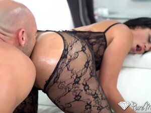 Wondrous Hot Nympho Cristal Caraballo Flashes Her Booty And Gives A Ride