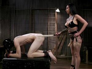 BDSM,Dominatie feminina,Palme la fund,Strapon