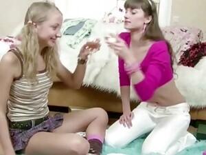 Jilat pantat,Pertama kali,Lesbian,Tubuh kurus,Anak muda