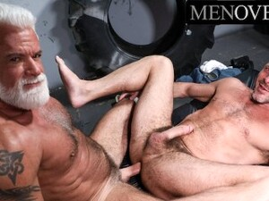 Clay Towers Pounds A Muscled Hunk At The Gay Spot - MenOver30