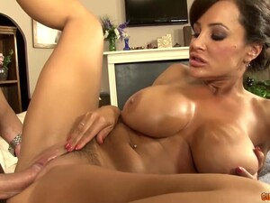 Curvy MILF Lisa Ann Has Her Masseur Give Her A Good Dicking