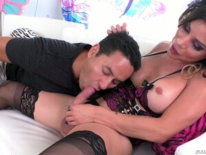 Stunning Tall And Leggy Shemale Laela Knight Gets Awesome BJ From Dude