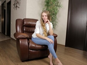 Solo Girl Elina De Leon Takes Off Her Jeans To Play On A Leather Chair