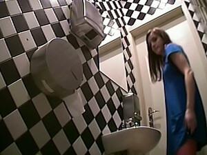 Скрытая камера,Туалет