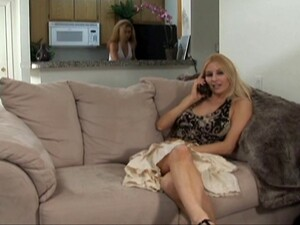 Cheerleader Slut Courtney Simpson And Two Ladies Have Lesbian Sex