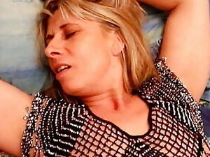 Lisa Gets Fisted And Squirts