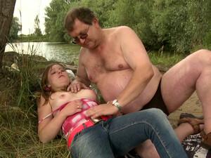 Sweet Plump Teen Got Her Pussy Eaten Out By An Aged Jerk Outdoors
