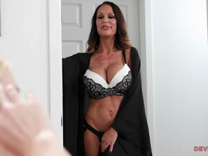 Experienced Milf Does Her In A Strap On