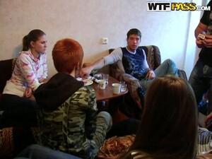 Uniwersytet,Akademik,Pijane,Impreza,Rosyjskie