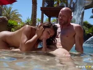 Bald Headed Guy Johnny Sins Fucks Super Juggy Young Girlfriend Ella Knox