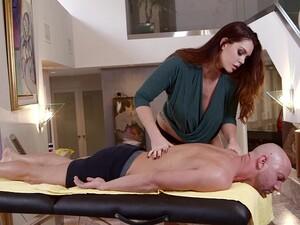 Große titten,Massage,Höschen,Rotschopf,Tätowierung
