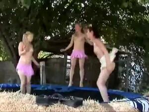 18-19 anos,Masturbação,Ao ar livre,Strip-tease,Gêmeas