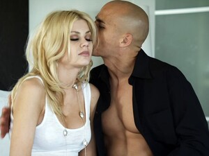 Riley Steele Enjoys A Deep Dicking And Takes Cum In Her Mouth