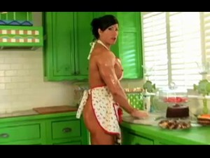 Muscle Mom In The Kitchen