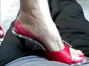 Picioare,Dominatie feminina,Fetish,Laba cu piciorul,Tocuri