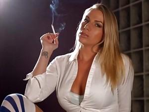 Blone Smoking