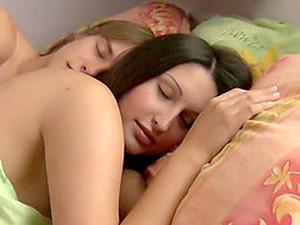 Brunete,Cupluri,Dormind,Adolescente