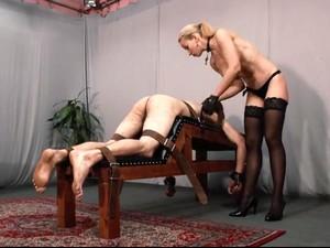 БДСМ,Блондинки,Женское доминирование,Тощие
