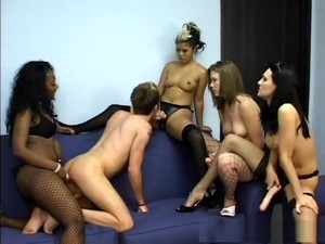 Asiatischer Porno,Blond,Brünette,Arschfick,Füße,Gruppensex,Strapon