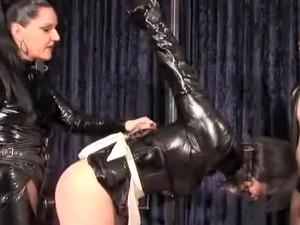 Sex in trei,BDSM,Brunete,Dominatie feminina,Fetish,Latex,Strapon