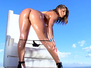 Bubble But On This Hot Babe Is Just Begging For A Hard Drilling