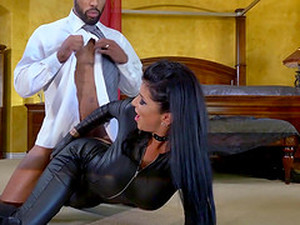 Curvy Dark Haired Babe In A Leather Outfit Gets Gangbanged