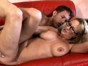 Sexy Mature Wants To Feel Weenie Deep In Her Soaking Pussy