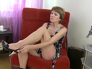 Pretty Mature Babe With Short Hair And Natural Tits Fucks A Toy