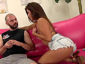 Pornô latino,Cabelo curto