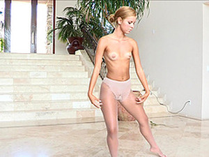 Gorgeous Jessi Dances Ballet Erotically In A Solo Model Video