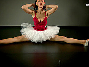 Arousing Russian Ballerina Wants Us To Take A Look At Her Cunny!
