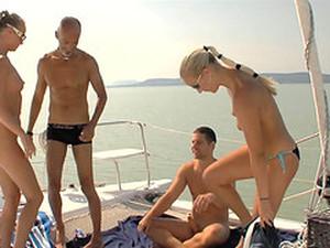 Bikini,Dörtlü,Grup yapma,Dışarıda