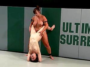 Bella And Juliette Wrestle On Tatami Before Having Lesbian Fun