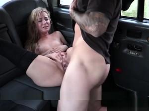 Schönheit,Blond,Blasen,Masturbation,Draussen,Strümpfe,Taxi