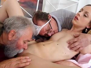 Дедушка,Старые с молодыми
